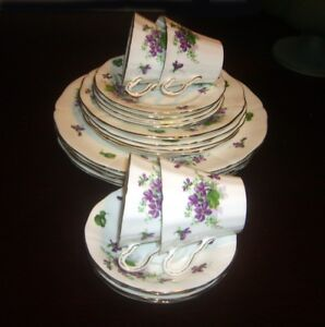 COLLECTION OF VINTAGE CHINA-POTTERY-GLASS