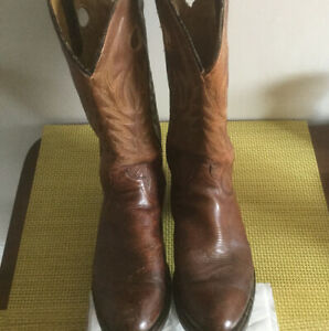Men's Cowboy Boots - Vintage -  Perfectly Worn In - Sz 9-10