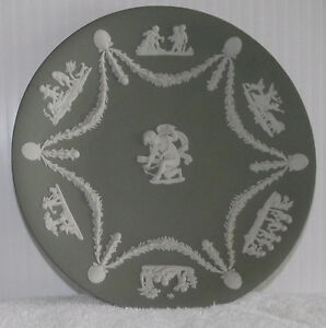 5 Wedgwood Jasperware decorative plates in solid green with whit
