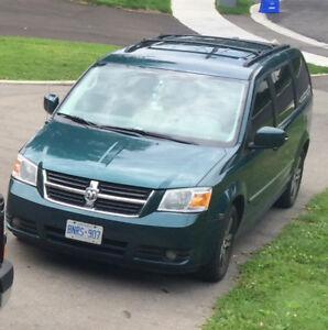 2009 Dodge Caravan Town and country package ! Minivan, Van