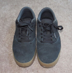 Mens Size 8 Nike Black Suede Runners *Almost Brand New*  $25