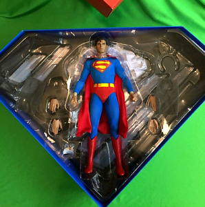 Hot Toys Superman 1/6 Scale Christopher Reeve