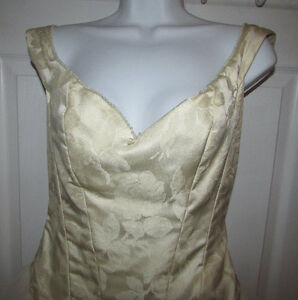 JUSTINA MCCAFFREY Designer Wedding Gown - OBO Gatineau Ottawa / Gatineau Area image 3