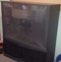 Gigantic RCA rear projection TV - working perfect !