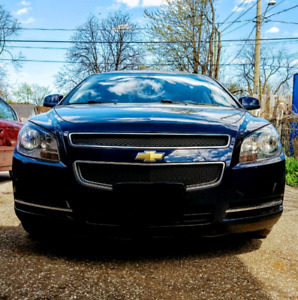 2009 Chevy Malibu With Navigtion Bluetooth and Backup Camera