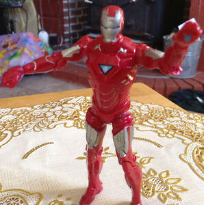FIGURINE IRAN MAN RED AND SILVER 2010 MARVEL MVLFFLLC