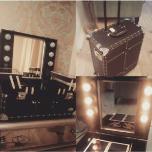 Makeup traincase with lights