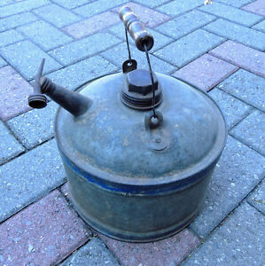 Oil can, Vintage oil can. London Ontario image 2