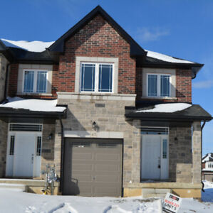 3 Bedroom Townhome in  Tiffany hill Ancaster for Rent $ 2100