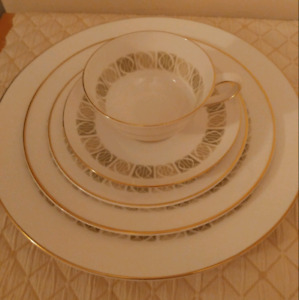 Vintage Tuscan bone china made in England dishes for 6
