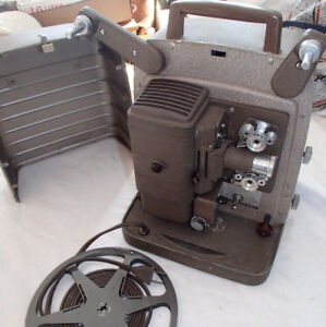 VINTAGE BELL AND HOWELL 8MM MOVIE PROJECTOR (VGC)