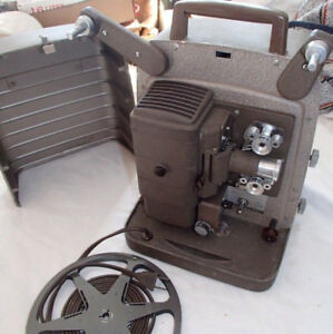 VINTAGE BELL AND HOWELL 8MM FILM PROJECTOR (VERY GOOD CDN)