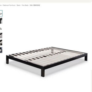 Queen Bed Frame / Cadre de lit Queen