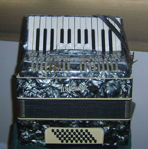 Accordion 40 bass 36 treble Weltmeister