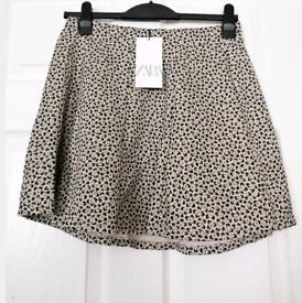 Zara womens Jaquard Mini skirt. New with tags. Size Large