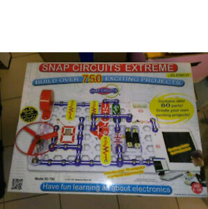 Snap Circuits Extreme SC-750 Electronics Discovery Kit BNIB