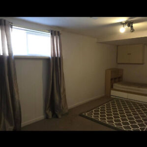 BEST LOCATION RENTAL BIG ROOM BASEMENT 3 MINUTES TO SUBWAY