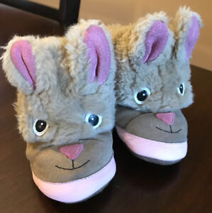 O-6 months Robeez winter boots- very good condition