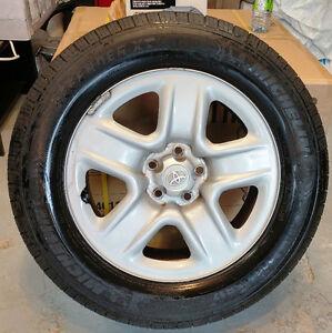 4 mags toyota pneus d'été/ summer tires 225-65-17  Bolt pattern