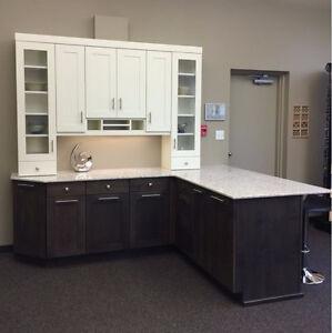 Display Cabinets / Quartz Countertop