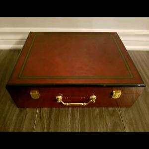 Valise de bois avec jetons
