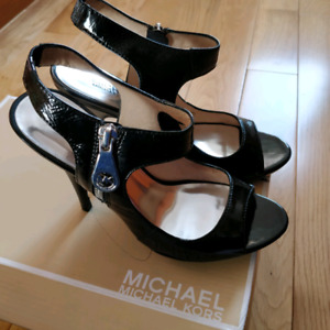 micheal kors black leather heel shoes