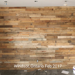 DIY Reclaimed wood pallet wall. Barnboard accent pallet wall