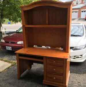 Solid pine and veneer desk /hutch Cambridge Kitchener Area image 1