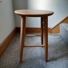 Ercol small round side/coffee table AS NEW