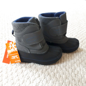 Brand new toddler boys Winter Boots size 8