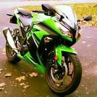 2014 Kawasaki Ninja 300 SE with only 1800 kms