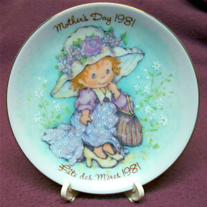 AVON 1981 MOTHER'S DAY PLATE WITH BOX & EASEL