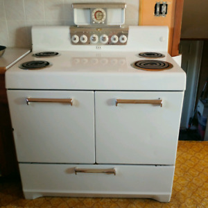 Vintage Stove/oven works perfect! Best offer.