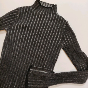715c9ea7 Aritzia Sweater   Buy or Sell Used or New Clothing Online in Toronto ...
