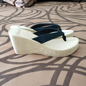 NEW Women's Reef sandals size 5