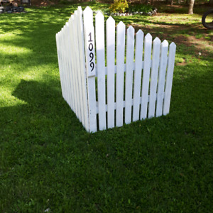 Rustic Corner Picket Fence
