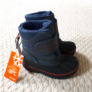 Toddler boys size 7 winter boots, brand new