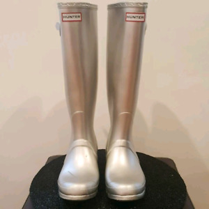SILVER HUNTER TALL RAIN BOOT Size 8 (will fit upto a 9)