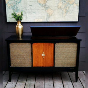MCM RCA Victrola with Radio