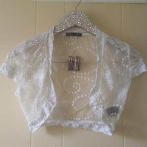 XS Lace Shoulder Cover Up