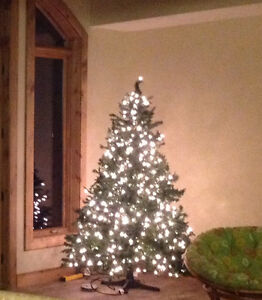 7.5' Pre-Lit Christmas Tree - Moving Must Sell