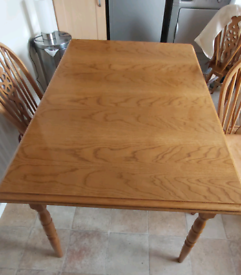 Extendable solid oak table and 4 chairs