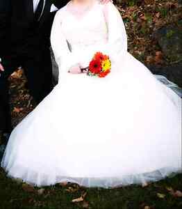 Beautiful Wedding Dress/ Gown for sale (Ivory)