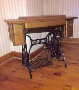 ANTIQUE SINGER SEWING MACHINE WITH WROUGHT IRON BASE!!!
