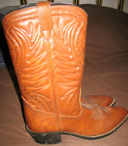 MENS WESTERN BOOTS -SIZE 13M