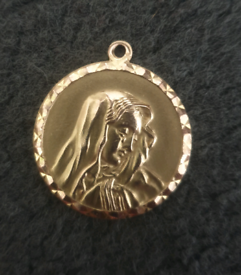 9k Gold st Mary pendant