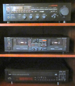 YAMAHA STEREO SYSTEM- RECEIVER CASSETTE DECKCD PLAYER TURN TABLE Windsor Region Ontario image 8