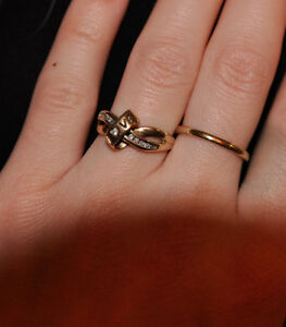 10 K Gold Love ribbon RING