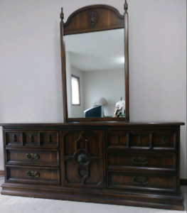 Vintage Queen 6 piece Bedroom Set