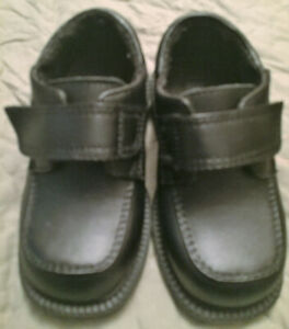 Boys black dress shoes size 6 Excellent Used Condition $5.00